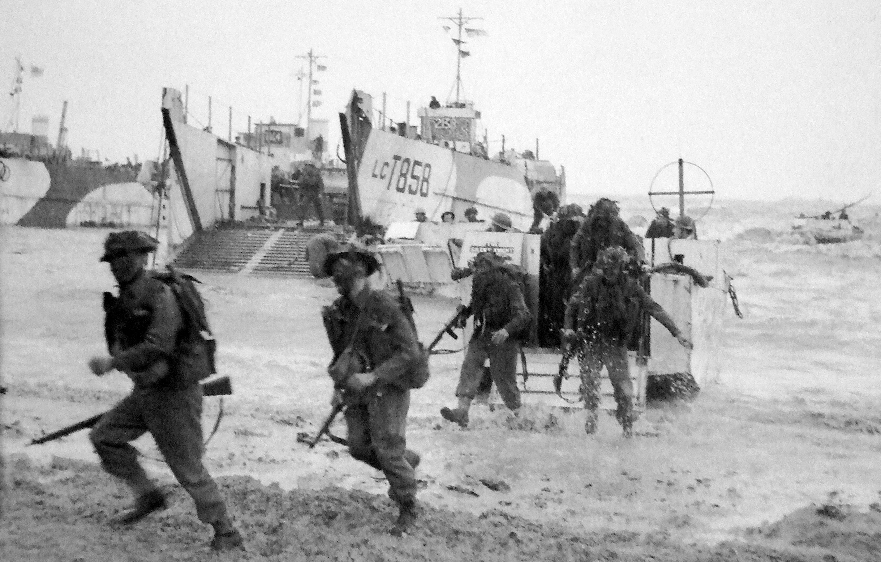 troops storming the beaches of normandy